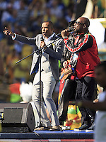 Wyclef Jean performs during the closing ceremony with Alexandre Pires