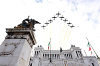 Le Frecce Tricolori sorvolano l'Altare della Patria in occasione di una cerimonia per la celebrazione della Giornata delle Forze Armate, a Roma, 4 novembre 2015.<br /> The Italian Air Force acrobatic squad Frecce Tricolori (three-color arrows) overfly the Unknown Soldier's monument during a ceremony for the Italian Armed Forces Day marking the anniversary of the end of World War I for Italy, in Rome, 4 November 2015.<br /> UPDATE IMAGES PRESS/Riccardo De Luca