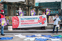 """Aktion fuer die Zulassung des """"Volksentscheid Gesunde Krankenhaeuser"""" am Mittwoch den 20. Januar 2021 auf dem Berliner Alexanderplatz.<br /> Das Berliner Buendnis """"Gesundheit statt Profite"""" wollte mit der Aktion auf die aktuelle Situation in den Krankenhaeusern hinweisen und der Forderung nach einer verbindlichen Personalbemessung Nachdruck verleihen.<br /> 20.1.2021, Berlin<br /> Copyright: Christian-Ditsch.de"""