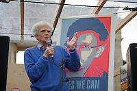 Mitglieder der Protestpartei Piraten, des Chaos Computer Club und verschiedener Friedensgruppen versammelten sich am Donnerstag den 4. Juli 2013 in Berlin vor dem Brandenburger Tor zu einer Solidaritaetskundgebung fuer den US-Whistleblower Edward Snowden. Sie forderten, dass Snowden in Deutschland Asyl gewaehrt werden soll.<br />Im Bild: Christian Stoebele, MdB von Buendnis 90 / ie Gruenen spricht zu den Kundgebungsteilnehmern.<br />4.7.2013, Berlin<br />Copyright: Christian-Ditsch.de<br />[Inhaltsveraendernde Manipulation des Fotos nur nach ausdruecklicher Genehmigung des Fotografen. Vereinbarungen ueber Abtretung von Persoenlichkeitsrechten/Model Release der abgebildeten Person/Personen liegen nicht vor. NO MODEL RELEASE! Don't publish without copyright Christian-Ditsch.de, Veroeffentlichung nur mit Fotografennennung, sowie gegen Honorar, MwSt. und Beleg. Konto:, I N G - D i B a, IBAN DE58500105175400192269, BIC INGDDEFFXXX, Kontakt: post@christian-ditsch.de<br />Urhebervermerk wird gemaess Paragraph 13 UHG verlangt.]