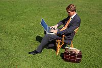 Manager durante una pausa nel parco di Villa Grazioli. Manager during a break, in the park of Villa Grazioli...