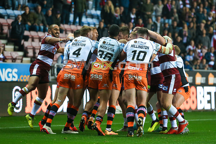 Picture by Alex Whitehead/SWpix.com - 05/10/2018 - Rugby League - Betfred Super League Semi-Final - Wigan Warriors v Castleford Tigers - DW Stadium, Wigan, England - Castleford and Wigan players clash.