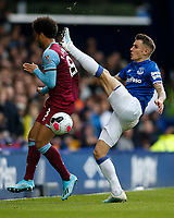 Felipe Anderson of West Ham United and Lucas Digne of Everton during the Premier League match between Everton and West Ham United at Goodison Park on October 19th 2019 in Liverpool, England. (Photo by Daniel Chesterton/phcimages.com)<br /> Foto PHC/Insidefoto <br /> ITALY ONLY