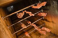Europe/France/Rhone-Alpes/74/Haute-Savoie/ Chamonix:  Charcuterie de montagne dans la cheminée- fumoir  (Borne en Chamoniard) du Restaurant: La Maison Carrier