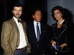 ANDREA OCCHIPINTI CON VALENTINO GARAVANI E FLORINDA BOLKAN<br /> GALLERIA CA' D'ORO IN PIAZZA DI SPAGNA - ROMA 1989
