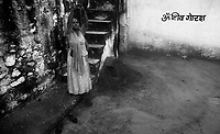 11.2010 Pushkar (Rajasthan)<br /> <br /> Woman offering water during kartik purnima pilgrimage.<br /> <br /> Femme offrant de l'eau pour le pèlerinage de kartik purnima.