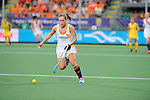 The Hague, Netherlands, June 07: Kelly Jonker #10 of The Netherlands runs with the ball during the field hockey group match (Group A) between Australia and The Netherlands on June 7, 2014 during the World Cup 2014 at Kyocera Stadium in The Hague, Netherlands. Final score 0-0 (0-2) (Photo by Dirk Markgraf / www.265-images.com) *** Local caption ***