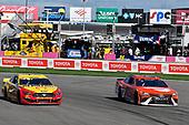 #22: Joey Logano, Team Penske, Ford Mustang Shell Pennzoil, #23: Bubba Wallace, 23XI Racing, Toyota Camry Door Dash