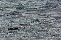 France, Bretagne, (29), Finistère, Cap Sizun, Plogoff: Le Raz de Sein à la pointe du Raz  - Ligneur  du Raz de Sein à la pêche à la traîne de surface. /  France, Brittany, Car Sizun, Plogoff: