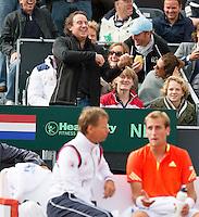 14-09-12, Netherlands, Amsterdam, Tennis, Daviscup Netherlands-Swiss,  Marco Bosato playing violin