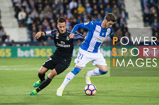 Ruben Perez (r) of Deportivo Leganes battles for the ball with Lucas Vazquez of Real Madrid during their La Liga match between Deportivo Leganes and Real Madrid at the Estadio Municipal Butarque on 05 April 2017 in Madrid, Spain. Photo by Diego Gonzalez Souto / Power Sport Images