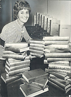1 550 bibles presented. Annette Hutchinson sorts Bibles for distribution to the 1;400 rooms of Toronto's new Four Seasons Sheraton Hotel. The Bibles were officially presented yesterday on behalf of Gideons International by the Toronto West Central Gideons.<br /> <br /> Photo : Boris Spremo - Toronto Star archives - AQP