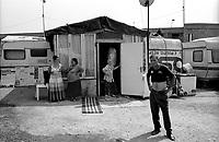 milano, periferia nord. campo di nomadi rom romeni di via triboniano --- milan, north periphery. rumanian nomads camp of triboniano street