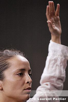 Première les 7, 8 et 9 mars 2005 au Centre national de la danse - Pantin...Le pur hazard..Chorégraphie : Nacera Belaza...Interprètes : Dalila Belaza, Nacera Belaza, Zahir Boukhenak..ainsi qu'une autre personne à confirmer (musicien, comédien / danseur)...Lumière : Eric Soyer....Co-production : Centre national de la danse / Pantin (création en résidence), Parc de la Villette /..Paris dans le cadre des Résidences d'Artistes 2005, Centre chorégraphique national de..Montpellier Languedoc-Rou