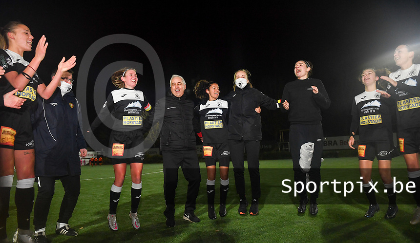 Aalst's head coach Dirk Decoen celebrates with his players after winning  a female soccer game between Sporting Charleroi and Eendracht Aalst on the 8th  matchday of the 2020 - 2021 season of Belgian Scooore Womens Super League , friday 20 th of November 2020  in Marcinelle , Belgium . PHOTO SPORTPIX.BE | SPP | DAVID CATRY