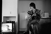 Jeff Beck in his hotel room, Chateau Marmont, Los Angeles, December 1968<br /> Photo Credit: Baron Wolman\AtlasIcons.com