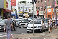Mogi Guaçu (SP), 01/03/2021 - Lockdown-SP - Movimentação no comércio na região central de Mogi Guaçu, interior de São Paulo, nesta segunda-(01), onde se formaram filas em agencias bancárias e nos comércios. Com hospitais lotados, a cidade inicia, na madrugada de terça, a proibição de abertura das atividades econômicas, inclusive supermercados, que poderão funcionar com delivery. O Ministério Público (MP) entrou com pedido de liminar para derrubar o decreto.