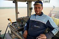 EGYPT, Farafra, potato farming in the desert, United Farms, John Deere tractor with Grimme harvesting machines/ AEGYPTEN, Farafra, United Farms, Kartoffelanbau in der Wueste
