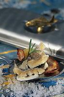 "Europe/Norvège/Iles Lofoten/Henningsvaer : Bocknafish skrei-cabillaud demi sec poché - Recette de l'auberge ""Henningsvaer Fiskoren"""
