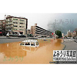 January 17th, 1995 : Japan, Kobe - Due to the January 17 earthquake disaster, the road got depressed and filled by water. (Photo by Toshizi Nishio)