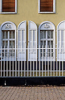 Frankfurt: House facade on AM Leonhardsbrunn. Photo '87.