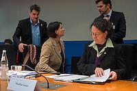 2. NSU-Untersuchungsausschuss dees Deutschen Bundestag.<br /> Aufgrund vieler Ungeklaertheiten und Fragen sowie vielen neuen Erkenntnissen ueber moegliche Verstrickungen verschiedener Geheimdienste in das Terror-Netzwerk Nationalsozialistischen Untergrund (NSU) wurde von den Abgeordneten des Bundestgas ein zweiter Untersuchungsausschuss eingesetzt.<br /> Am Donnerstag den 17. Dezember fand die 1. oeffentliche Sitzung des 2. NSU-Untersuchungsausschuss des Deutschen Bundestag statt.<br /> Im Bild vlnr: Irene Mihalic, Obfrau von Buendnis 90/Die Gruenen im Ausschuss und Monika Lazar, Mitglied von Buendnis 90/Die Gruenen im Ausschuss. Mihalic redet mit dem Journalist und Autor Dirk Laabs. Hinten Links: Frank Tempel, ebenfalls Buendnis 90/Die Gruenen.<br /> 17.12.2015, Berlin<br /> Copyright: Christian-Ditsch.de<br /> [Inhaltsveraendernde Manipulation des Fotos nur nach ausdruecklicher Genehmigung des Fotografen. Vereinbarungen ueber Abtretung von Persoenlichkeitsrechten/Model Release der abgebildeten Person/Personen liegen nicht vor. NO MODEL RELEASE! Nur fuer Redaktionelle Zwecke. Don't publish without copyright Christian-Ditsch.de, Veroeffentlichung nur mit Fotografennennung, sowie gegen Honorar, MwSt. und Beleg. Konto: I N G - D i B a, IBAN DE58500105175400192269, BIC INGDDEFFXXX, Kontakt: post@christian-ditsch.de<br /> Bei der Bearbeitung der Dateiinformationen darf die Urheberkennzeichnung in den EXIF- und  IPTC-Daten nicht entfernt werden, diese sind in digitalen Medien nach §95c UrhG rechtlich geschuetzt. Der Urhebervermerk wird gemaess §13 UrhG verlangt.]