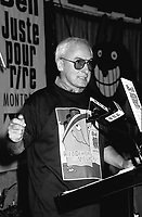Yvon Deschamps , conference de presse de Juste Pour Rire dans le Vieux-Port, 1995 (date exacte inconnue)<br /> <br /> <br /> PHOTO D'ARCHIVE : Agence Quebec Presse
