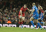 Wales wing George North looks for support inside as Mauro Bergamasco and Leonardo Ghiraldini close in.<br /> RBS 6 Nations 2014<br /> Wales v Italy<br /> Millennium Stadium<br /> 01.02.14<br /> <br /> ©Steve Pope-SPORTINGWALES