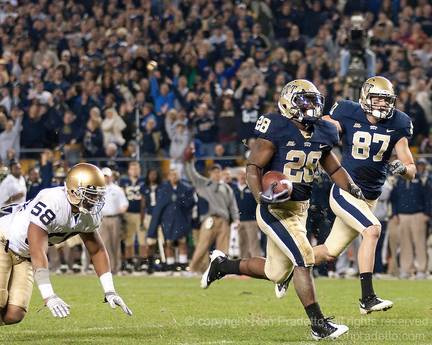 Pittsburgh running back Dion Lewis makes a 50-yard TD run. The Pittsburgh Panthers defeat the Notre Dame Irish 27-22 at Heinz Field, Pittsburgh Pennsylvania on November 14, 2009..