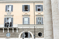 People at the window during the funeral of the Italian actor Gigi Proietti. The actor was taken to the Globe Theatre for a short ceremony before the one in the church of Artist in Piazza del popolo.<br /> Rome (Italy), November 5th 2020<br /> Photo Samantha Zucchi Insidefoto