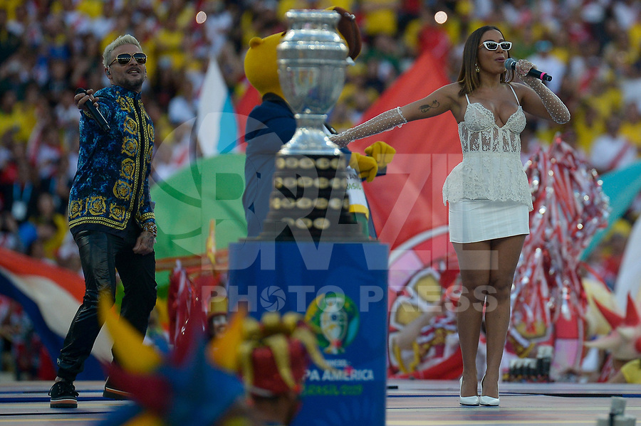 Rio de Janeiro (RJ), 07/07/2019 - Copa América / Final / Brasil x Peru -   Anitta e Pedro Capó durante cerimônia de encerramento da Copa América antes da partida entre Brasil e Peru no Estádio de Maracanã no Rio de Janeiro neste domingo, 07. (Foto: Clever Felix/Brazil Photo Press)