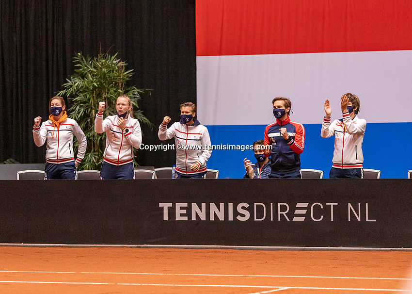 Den Bosch, The Netherlands, April 16, 2021,    Maaspoort, Billy Jean King Cup  Netherlands -  China , seccond day first match: The Dutch players support  Lesley Pattinama-Kerkhove (NED) on court<br /> Photo: Tennisimages/Henk Koster
