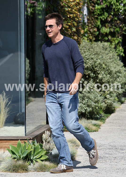 **ALL ROUND PICTURES FROM SOLARPIX.COM**.**SYNDICATION RIGHTS FOR UK AND SPAIN ONLY**.Jason Bateman pops into a Beverly Hills salon to get a trim on his summer hair, Hollywood, USA, 11 July 2010.This pic: Jason Bateman..JOB REF:  11649        STL        DATE: 11_07_2010.**MUST CREDIT SOLARPIX.COM OR DOUBLE FEE WILL BE CHARGED**.**MUST NOTIFY SOLARPIX OF ONLINE USAGE**.**CALL US ON: +34 952 811 768 or LOW RATE FROM UK 0844 617 7637**
