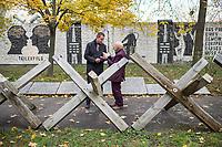 """Das Landesdenkmalamt Berlin hat das """"Parlament der Baeume"""" des Kuenstler Ben Wagin und das Mauer-Mahnmal des deutschen Bundestages als Teil des Denkmalbereichs Berliner Mauer unter Schutz gestellt.<br /> Der Buergermeister und Senator fuer Kultur und Europa von Berlin, Dr. Klaus Lederer, hat aus Anlass der Unterschutzstellung und am Vortag des Jahrestages des Mauerfalls vom 9. November 1989 das """"Parlament der Baeume"""" besucht.<br /> Im Bild vlnr.: Senator und Buergermeister Klaus Lederer und Ben Wagin.<br /> 8.11.2017, Berlin<br /> Copyright: Christian-Ditsch.de<br /> [Inhaltsveraendernde Manipulation des Fotos nur nach ausdruecklicher Genehmigung des Fotografen. Vereinbarungen ueber Abtretung von Persoenlichkeitsrechten/Model Release der abgebildeten Person/Personen liegen nicht vor. NO MODEL RELEASE! Nur fuer Redaktionelle Zwecke. Don't publish without copyright Christian-Ditsch.de, Veroeffentlichung nur mit Fotografennennung, sowie gegen Honorar, MwSt. und Beleg. Konto: I N G - D i B a, IBAN DE58500105175400192269, BIC INGDDEFFXXX, Kontakt: post@christian-ditsch.de<br /> Bei der Bearbeitung der Dateiinformationen darf die Urheberkennzeichnung in den EXIF- und  IPTC-Daten nicht entfernt werden, diese sind in digitalen Medien nach §95c UrhG rechtlich geschuetzt. Der Urhebervermerk wird gemaess §13 UrhG verlangt.]"""