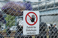 """Klimacamp """"Ende Gelaende"""" bei Proschim in der brandenburgischen Lausitz.<br /> Mehrere tausend Klimaaktivisten  aus Europa wollen zwischen dem 13. Mai und dem 16. Mai 2016 mit Aktionen den Braunkohletagebau blockieren um gegen die Nutzung fossiler Energie zu protestieren.<br /> Mehrere hundert Aktivisten stuermten am Nachmittag des 14. Mai das Gelaende des Kraftwerk Schwarze Pumpe. Die Polizei kam nach ca. 20 Minuten auf das Werksgaende und die Aktitivisten vierliessen das Gelaende wieder. Ca. 60 Personen wurden danach von der Polizei festgenommen.<br /> Polizeibeamte auf dem Kraftwerksgelaende nachdem die Aktivisten es wieder verlassen haben.<br /> 14.5.2016, Schwarze Pumpe/Brandenburg<br /> Copyright: Christian-Ditsch.de<br /> [Inhaltsveraendernde Manipulation des Fotos nur nach ausdruecklicher Genehmigung des Fotografen. Vereinbarungen ueber Abtretung von Persoenlichkeitsrechten/Model Release der abgebildeten Person/Personen liegen nicht vor. NO MODEL RELEASE! Nur fuer Redaktionelle Zwecke. Don't publish without copyright Christian-Ditsch.de, Veroeffentlichung nur mit Fotografennennung, sowie gegen Honorar, MwSt. und Beleg. Konto: I N G - D i B a, IBAN DE58500105175400192269, BIC INGDDEFFXXX, Kontakt: post@christian-ditsch.de<br /> Bei der Bearbeitung der Dateiinformationen darf die Urheberkennzeichnung in den EXIF- und  IPTC-Daten nicht entfernt werden, diese sind in digitalen Medien nach §95c UrhG rechtlich geschuetzt. Der Urhebervermerk wird gemaess §13 UrhG verlangt.]"""
