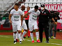 MANIZALES-COLOMBIA, 19–07-2021: Harrison Otalvaro de Once Caldas, celebra con Edurado Lara, tecnico, el segundo gol anotado a Atletico Huila, durante partido de la fecha 1 entre Once Caldas y Atletico Huila, por la Liga BetPlay DIMAYOR II 2021, jugado en el estadio Palogrande de la ciudad de Manizales. / Harrison Otalvaroof Once Caldas celebrates with Edurado Lara of Once Caldas, the second scored goal to Atletico Huila, during match of 1st date between Once Caldas and Atletico Huila, for the BetPlay DIMAYOR II 2021 League played at the Palogrande Stadium in Manizales city. / Photo: VizzorImage / JJ Bonilla / Cont.