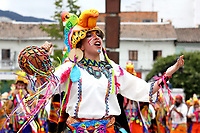 """PASTO - COLOMBIA, 03-01-2019: Aspecto de las comparsas durante el desfile de Canto a la Tierra, colectivos coreográficos, la fuerza Andina del carnaval se hace evidente con la música, las danzas, los vestuarios y """"los tocados"""" de los colectivos. Más de 3000 jóvenes artistas comparten la riqueza cultural de una región, en el Carnaval de Negros y Blancos 2019 / Aspect of the comparsas during the parade of Song to the Earth, choreographic collectives, the Andean force of the carnival becomes evident with the music, the dances, the costumes and """"los tocados"""" of the collectives. More than 3000 young artists share the cultural richness of a region, in the Carnival of Negros y Blancos 2019. / Photo: VizzorImage / Leonardo Castro / Cont."""
