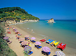 Greece, Corfu, Sidari: Busy beach on North coast of island | Griechenland, Korfu, Sidari: Strand an der Nordkueste