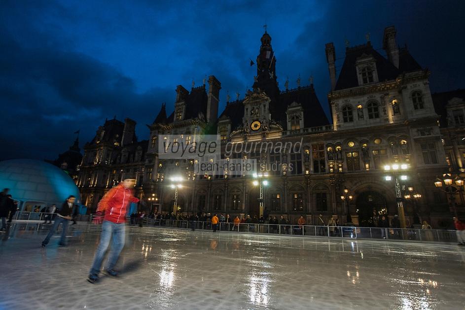 Europe/France/Ile-de-France/75004/Paris: Patinoire devant l'Hôtel de Ville à Noël //  Europe / France / Ile-de-France / 75004 / Paris: Ice rink in front of the Town Hall at Christmas