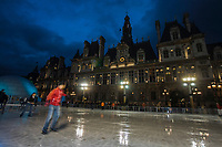 Europe/France/Ile-de-France/75004/Paris : Patinoire devant l'Hôtel de Ville à Noël //  Europe / France / Ile-de-France / 75004 / Paris: Ice rink in front of the Town Hall at Christmas