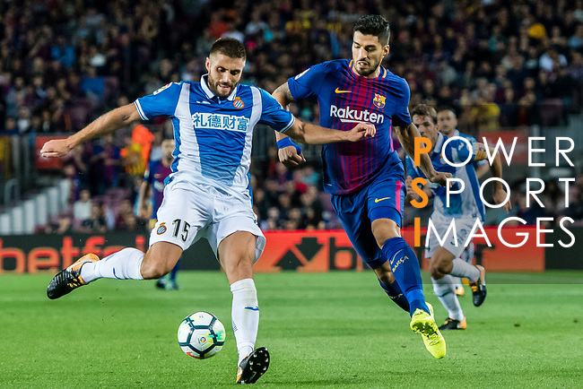 Luis Alberto Suarez Diaz (R) of FC Barcelona fights for the ball with David Lopez Silva (L) of RCD Espanyol during the La Liga match between FC Barcelona vs RCD Espanyol at the Camp Nou on 09 September 2017 in Barcelona, Spain. Photo by Vicens Gimenez / Power Sport Images