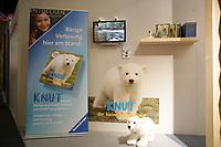 """Bücher und Spiele mit """"Knut"""" am Stand von Ravensburger"""