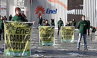 20121206 ROMA-CRONACA:PROTESTA DI GREENPEACE CONTRO LE CENTRALI A CARBONE DELL'ENEL