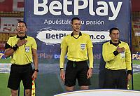 BOGOTA - COLOMBIA, 12–12-2020: Wilmar Roldan, arbitro durante partido de las Semifinales Vuelta entre Independiente Santa Fe y La Equidad, por la Liga BetPlay DIMAYOR 2020 en el estadio Nemesio Camacho El Campin de la ciudad de Bogota. / Wilmar Roldan, referee during a match of the Semifinals second leg between Independiente Santa Fe and La Equidad, for the BetPlay DIMAYOR 2020 League at the Nemesio Camacho El Campin Stadium in Bogota city. / Photo: VizzorImage / Luis Ramirez / Staff.