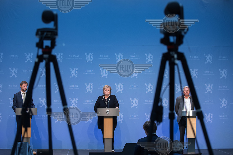 Press conference with Prime Minister Erna Solberg and Minister of Health Bent Høie  (left) to present the Corona commission, led by Stener Kvinnsland (right). <br />