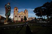 Igreja da Matriz de Santana. Sua construção  teve início no ano de 1786, concluída em 1827, hoje é uma das igrejas mais bonitas da Região, por ter uma arquitetura e uma beleza que lembram o velho mundo.