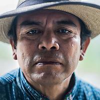 24 noviembre 2014. <br /> Rodrigo Chub auteridad ancestral maya. <br /> La llegada de algunas compañías extranjeras a América Latina ha provocado abusos a los derechos de las poblaciones indígenas y represión a su defensa del medio ambiente. En Santa Cruz de Barillas, Guatemala, el proyecto de la hidroeléctrica española Ecoener ha desatado crímenes, violentos disturbios, la declaración del estado de sitio por parte del ejército y la encarcelación de una decena de activistas contrarios a los planes de la empresa. Un grupo de indígenas mayas, en su mayoría mujeres, mantiene cortado un camino y ha instalado un campamento de resistencia para que las máquinas de la empresa no puedan entrar a trabajar. La persecución ha provocado además que algunos ecologistas, con órdenes de busca y captura, hayan tenido que esconderse durante meses en la selva guatemalteca.<br /> <br /> En Cobán, también en Guatemala, la hidroeléctrica Renace se ha instalado con amenazas a la población y falsas promesas de desarrollo para la zona. Como en Santa Cruz de Barillas, el proyecto ha dividido y provocado enfrentamientos entre la población. La empresa ha cortado el acceso al río para miles de personas y no ha respetado la estrecha relación de los indígenas mayas con la naturaleza. ©Calamar2/ Pedro ARMESTRE<br /> <br /> The arrival of some foreign companies to Latin America has provoked abuses of the rights of indigenous peoples and repression of their defense of the environment. In Santa Cruz de Barillas, Guatemala, the project of the Spanish hydroelectric Ecoener has caused murders, violent riots, the declaration of a state of siege by the army and the imprisonment of a dozen activists opposed to the project . <br /> A group of Mayan Indians, mostly women, has cut a path and has installed a resistance camp to prevent the enter of the company's machines. The prosecution has also provoked that some ecologists, with orders for their arrest, have been hidden for months in the Guatemalan jungle.<br