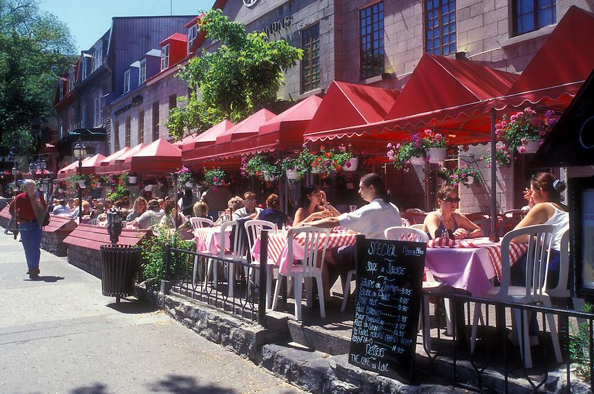 AJ0916, Canada, Quebec, Quebec City, People sitting at outdoor [cafe, restaurant] along Grande-Allee in Quebec City.