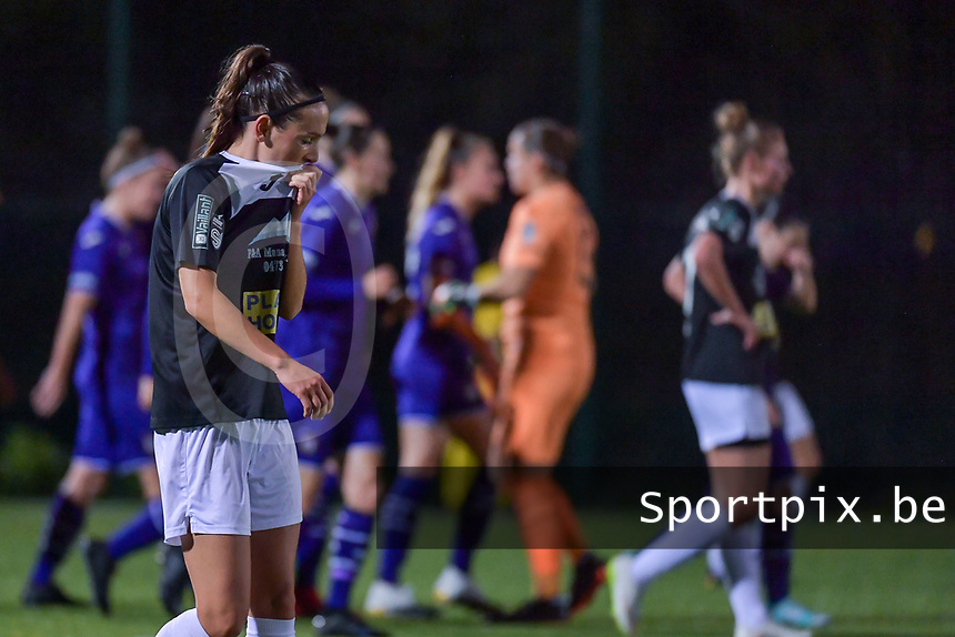 Aalst's forward Anke Vanhooren (L) pictured during a female soccer game between RSC Anderlecht Dames and Eendracht Aalst Ladies  on the fourth matchday of the 2020 - 2021 season of Belgian Womens Super League , Tuesday 13 th of October 2020  in ANDERLECHT , Belgium . PHOTO SPORTPIX.BE | SPP | STIJN AUDOOREN