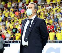 BARRANQUILLA – COLOMBIA, 09-09-2021: Martin Lasarte, tecnico de Chile (CHI) durante partido entre los seleccionados de Colombia (COL) y Chile (CHI), de la fecha 9 por la clasificatoria a la Copa Mundo FIFA Catar 2022, jugado en el estadio Metropolitano Roberto Melendez en Barranquilla. / Martin Lasarte, coach of Chile (CHI), during match between the teams of Colombia (COL) and Chile (CHI), of the 9th date for the FIFA World Cup Qatar 2022 Qualifier, played at Metropolitan stadium Roberto Melendez in Barranquilla. / Photo: VizzorImage / Jairo Cassiani / Cont.